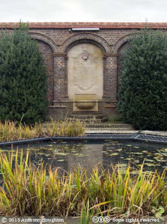 Phillips Memorial,Titanic,Godalming,Gardens